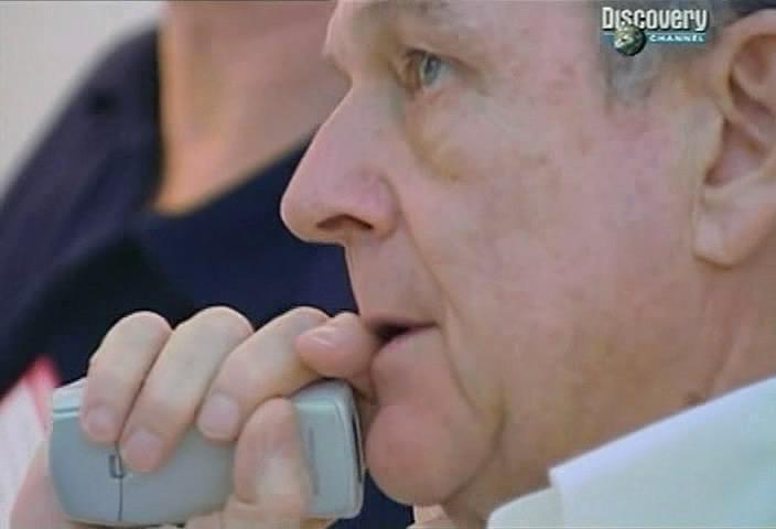 Фотозагадка, какой телефон в руке?